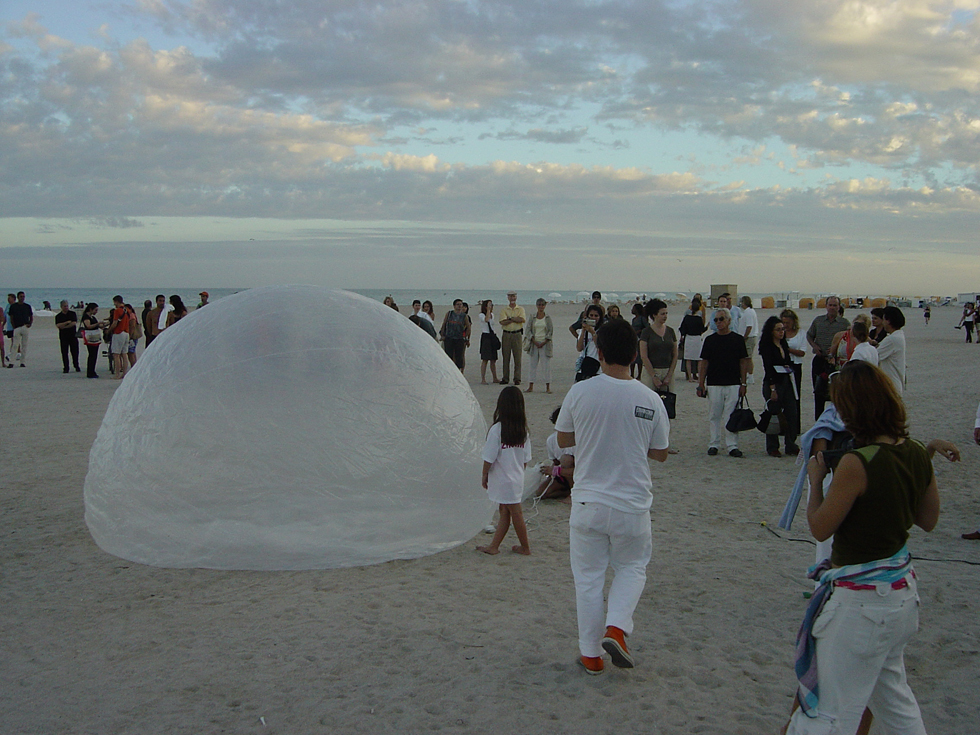 "Zhu Ming preparing ""Miami Bubble,"" Miami Beach, 2004."